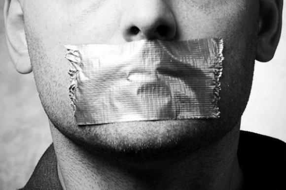 sloboda-prejavu-ticho-mlcanie